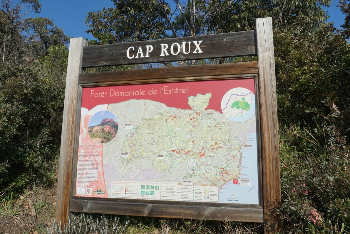Map at trailhead of Cap Roux trails