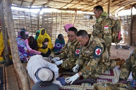 TNI di Darfur Beri Bantuan Kesehatan Pada Masyarakat Lokal