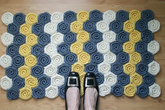 feltedbutton.com, rug, swirl, crochet