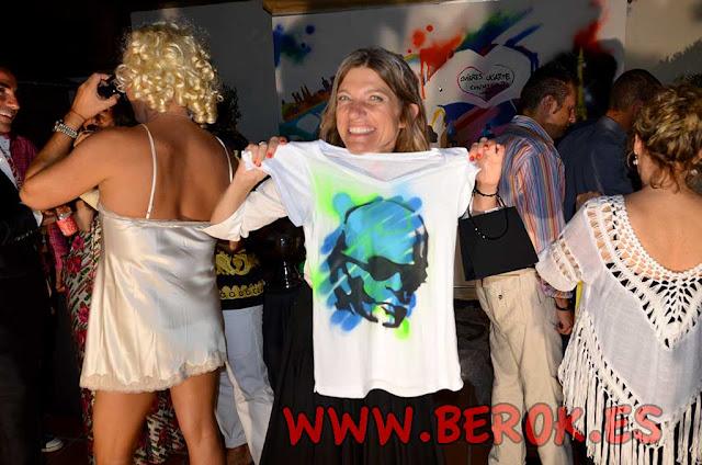 fiesta loca de graffitis en camisetas