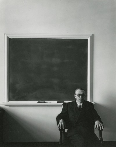 Kurt Gödel, 1956, foto por Arnold Newman | imagenes bellas, retratos vintage, cool stuff, pictures, pics, photos