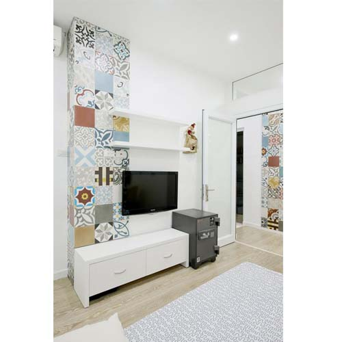 Piastrelle decorative arredamento facile for Decorare parete dietro divano
