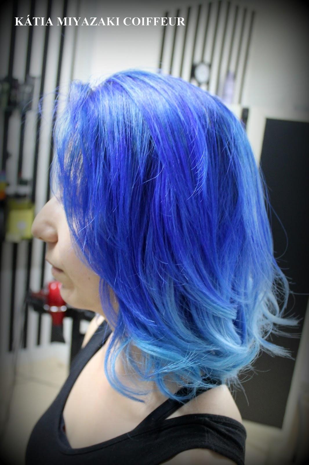 Katia Miyazaki Coiffeur Cabelos coloridos  cabelo azul