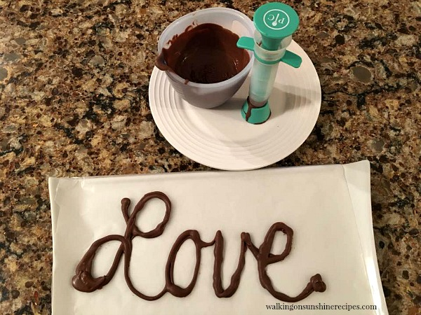 Chocolate drizzler tool from Pampered Chef works amazing featured on Walking on Sunshine.