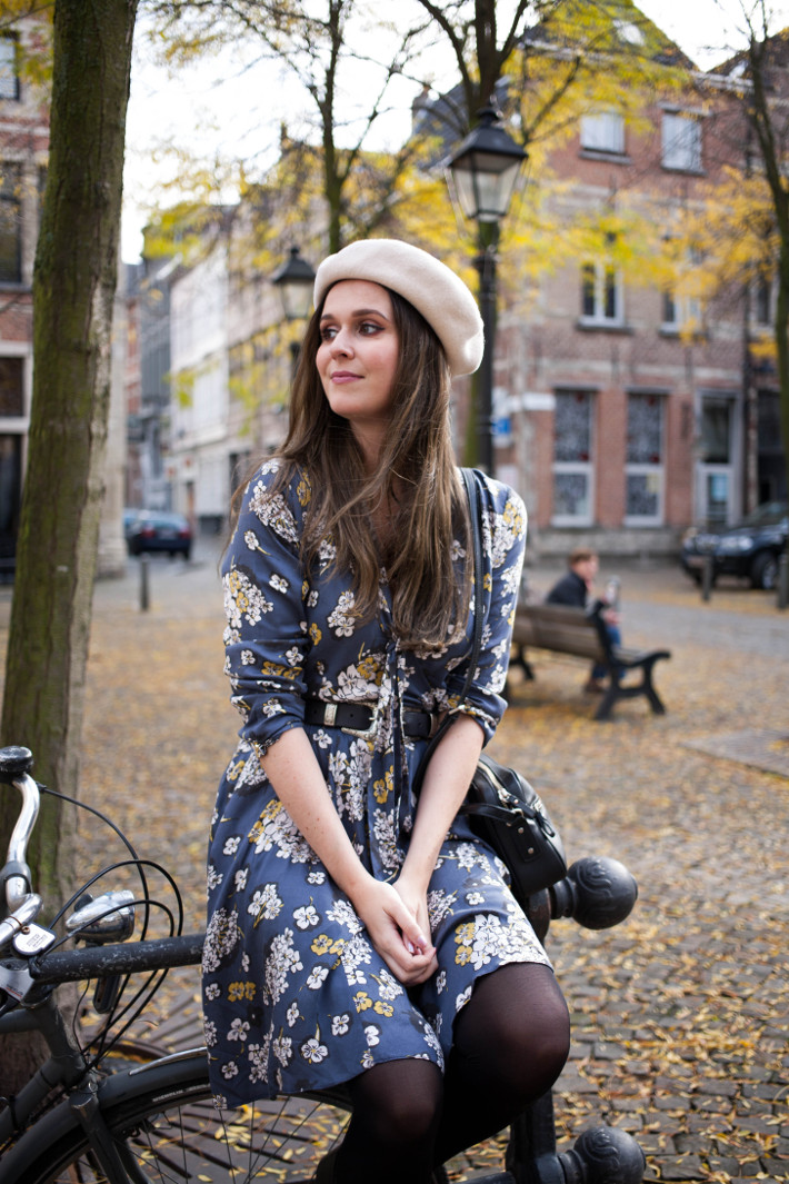 Outfit: vintage romance in floral dress and double buckle belt