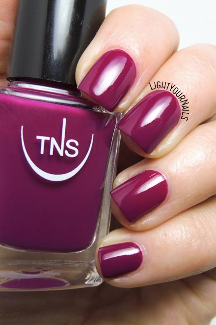 Smalto viola TNS 533 Bon Ton (Bon Ton 2018) purple nail polish #tnsfirenze #lightyournails #unghie #nails