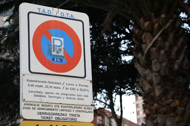Cartel señalizador de la OTA en el barrio de Cruces