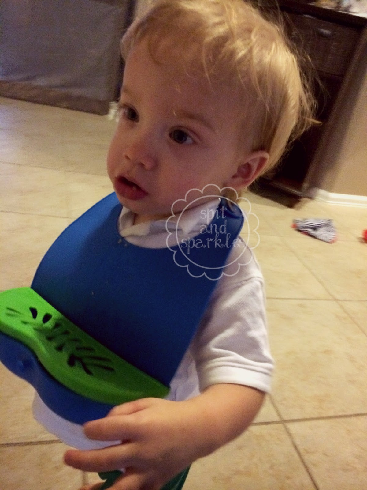 Neat Solutions Lil' Snacker Bibs make it easy to trick your toddler into eating healthy snacks. I love these mess-free, on-the-go bibs. #toddler #messfree #healthysnacks #foodforkids