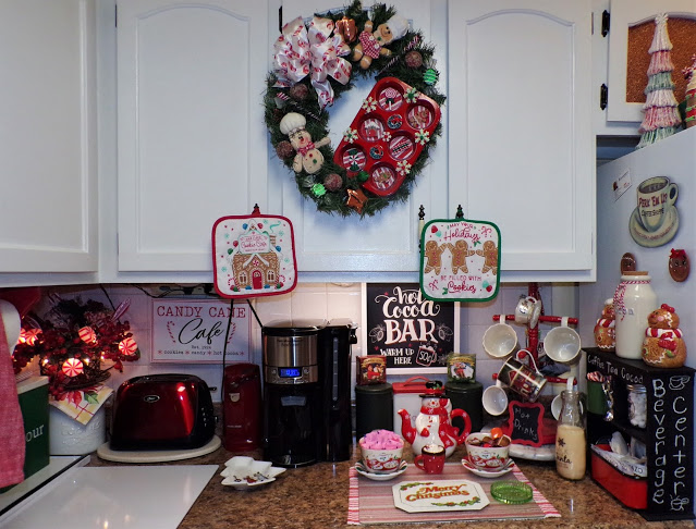 Gingerbread Land, Beverage Bar and More Christmas in the Kitchen, 2020