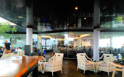 Sky lounge hotel neo malioboro