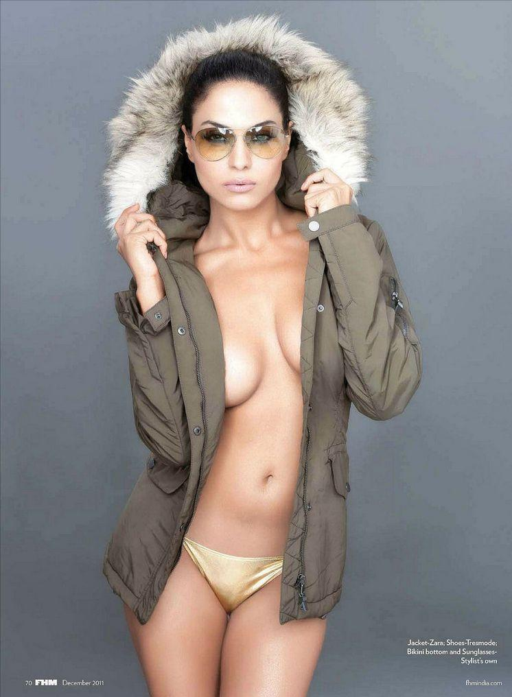 Latest Movie Masala Veena Malik Semi Nude Photos In Fhm -4662
