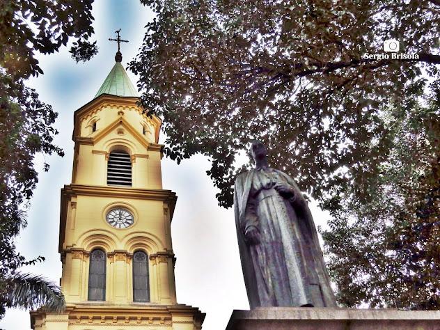 Fotocomposição com a Paróquia Santa Cecília e Estátua de Dom Duarte - Santa Cecília - São Paulo
