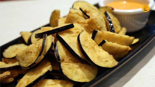 """""""Chips"""" de berenjenas fritas en Vinateros 28"""
