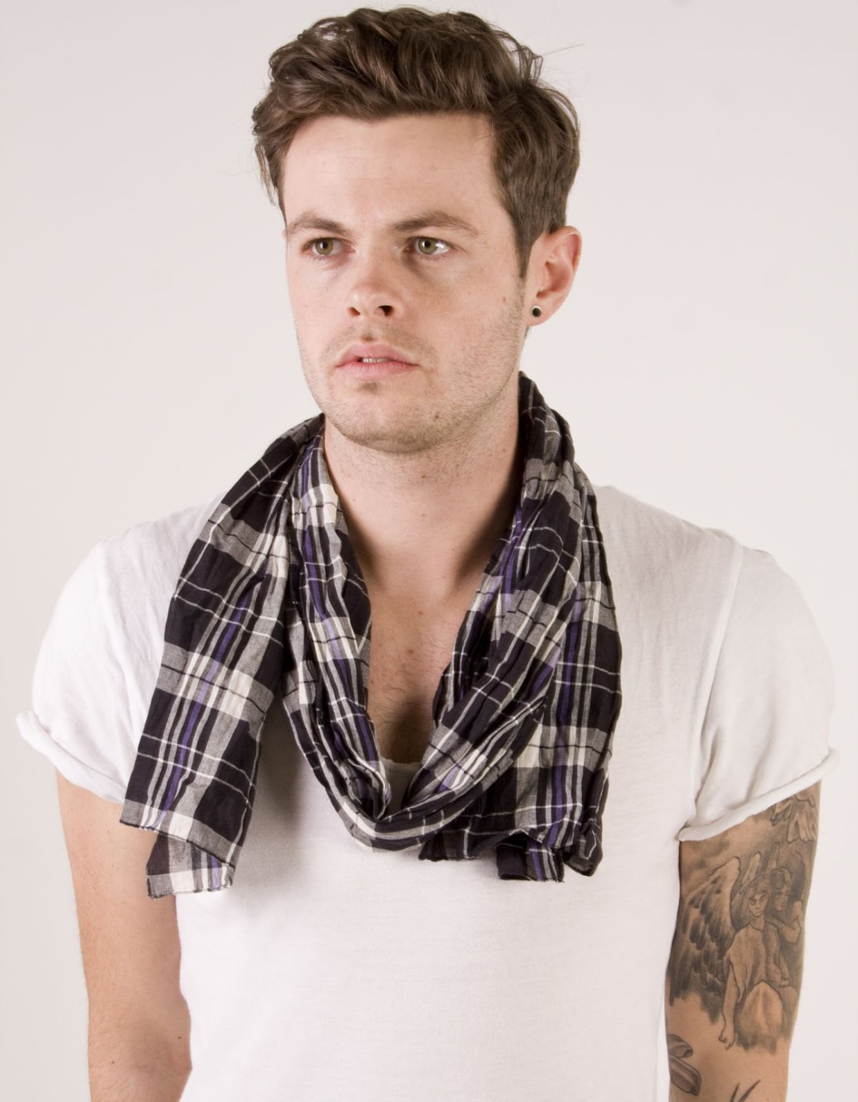 Video How To Wear Fashionable Summer Mens Scarf