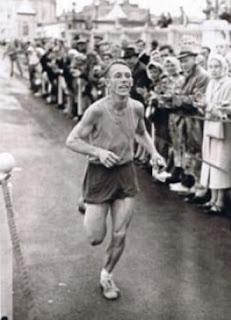 corredor disputando primeira comrades em 1921