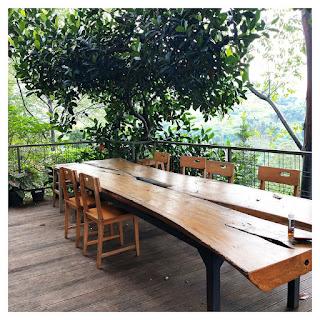 area meja makan - villa maria dago village bandung