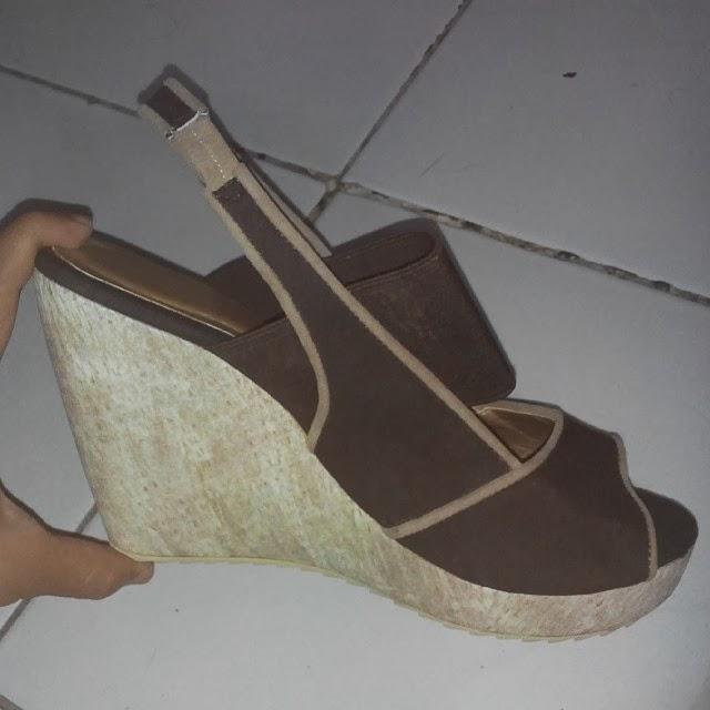 Model Sandal Wanita Wedges Yongki Komaladi Terbaru