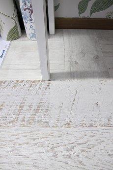 vita dr mmar och lyckorus modernt shabby chic golv. Black Bedroom Furniture Sets. Home Design Ideas