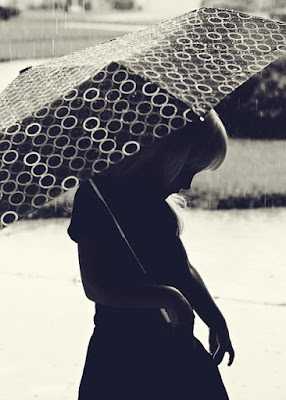 girl under umbrella pic