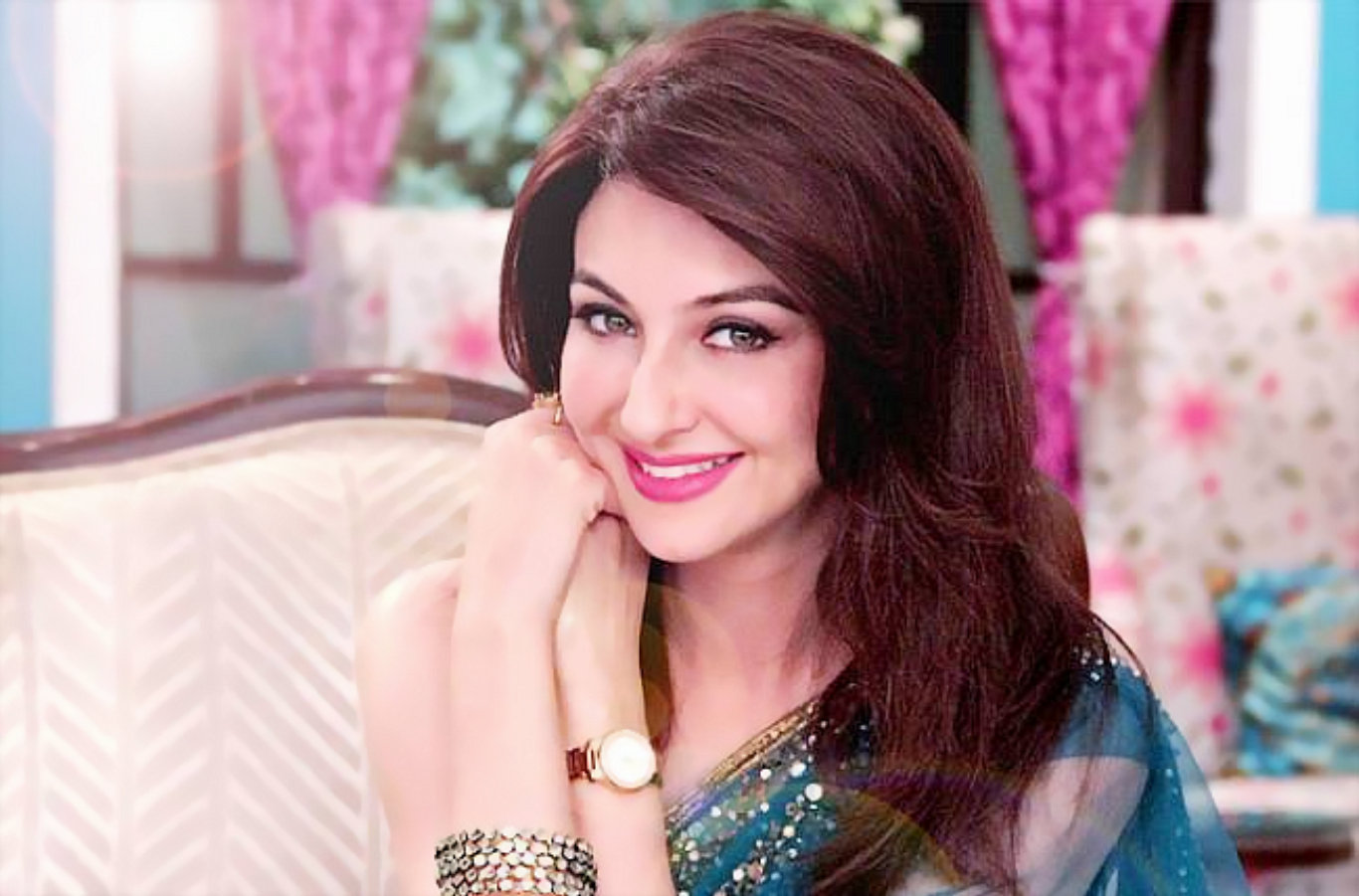 Actress Saumya Tandon Beautiful Wallpaper