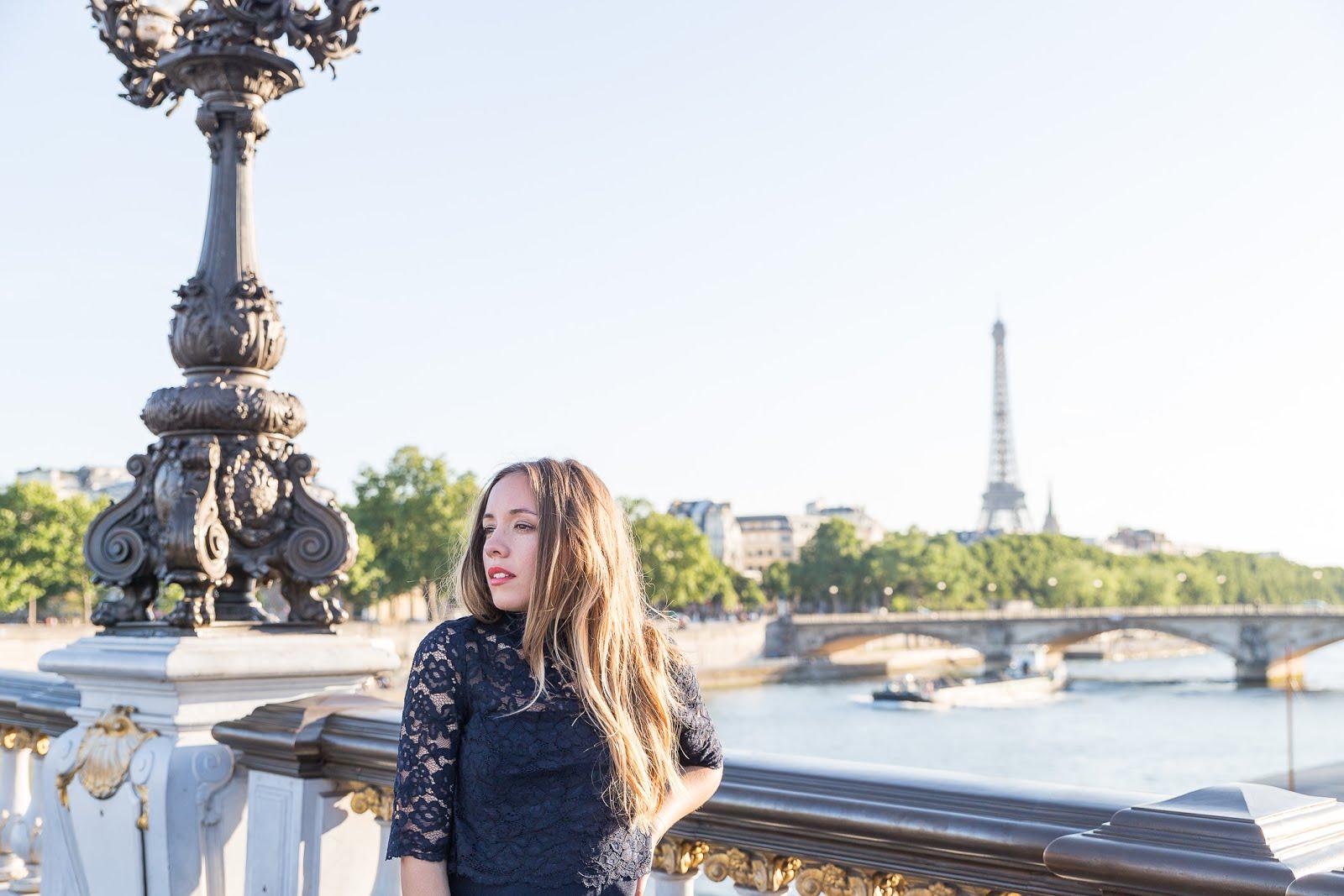Photos sur le pont Alexandre III à Paris au coucher du soleil