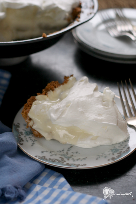 Banana Cream Pie with Shortbread Cookie Crust #fridaypieday