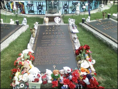 the grave of elvis prestley at graceland