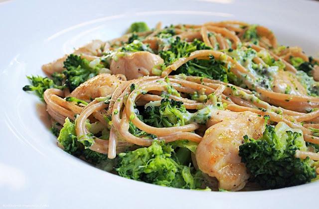 Spaghetti z brokułami i kurczakiem