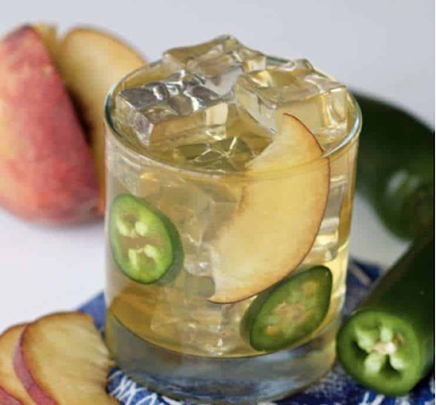 Hot Peach Bourbon Smash Cocktail #aple