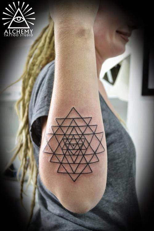 Increibles Tatuajes Geométricos Y Lineales Belagoria La Web De