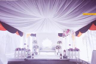 pelamin cantik tema putih purple