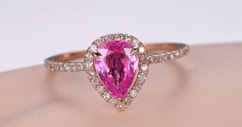 Anéis de noivado de pedras preciosas ao estilo vitoriano