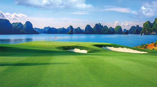 Khung cảnh thơ mộng của sân Golf 18 lỗ tiêu chuẩn Quốc tế tại FLC Hạ Long
