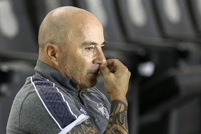Jorge Sampaoli durante jogo do Santos — Foto: Marcello Zambrana/Estadão Conteúdo