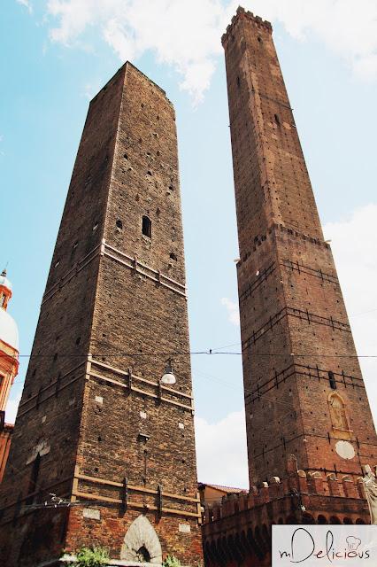 zabytki bolonii, wieże w bolonii, due Torri, dwie wieże