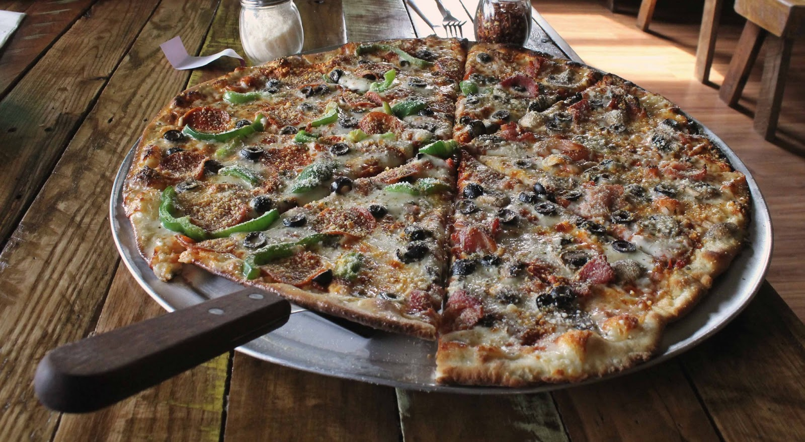 River Town Review: Crazy Beaver Pizza Lodge Grafton IL