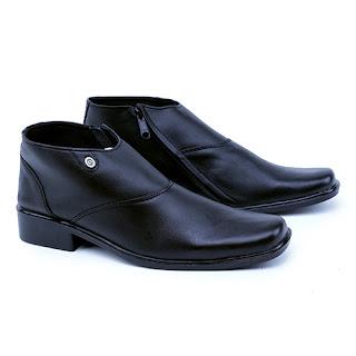 Sepatu pdh polri kulit asli,grosir sepatu PDH murah,sepatu tni kulit pake resleting,gambar sepatu PDH Tni polri resleting,sepatu dinas polisi,pengrajin sepatu cibaduyut