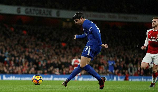 """""""Thảm họa"""" Morata 70 triệu bảng: Chelsea khóc hận như Torres 1"""
