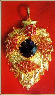 Ruby gold Shwedagon pagoda treasures