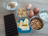 Brownies aux cacahuètes et bananes séchées