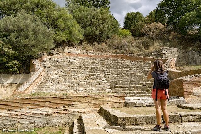 Odeon - Apolonia de Iliria, Albania por El Guisante Verde Project