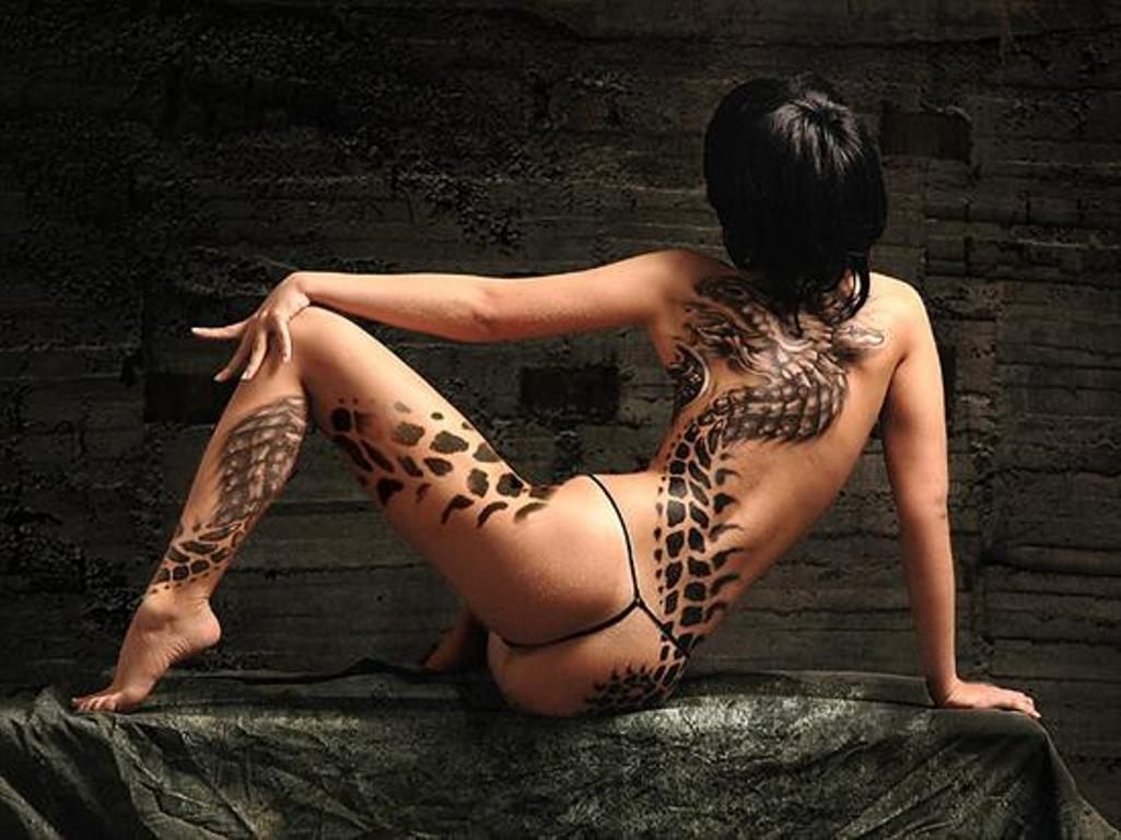 Top Body Painting: Black Dragon Body paint