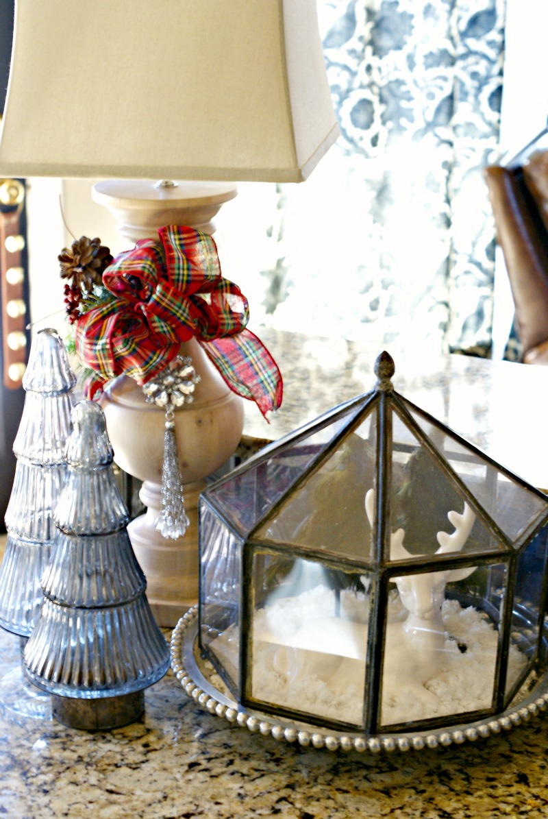 terrific kitchen table centerpiece | CHRISTMAS AT THE GRIFFIN'S {2012-PART 1} - Dimples and Tangles