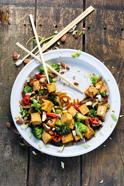 Le dimanche c'est No Meat Today! Et si le tofu devenait mon ami... Tofu sauté aux brocolis !