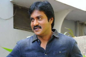 Sunil-gets-a-New-car-and-Fancy-number-Andhra-Talkies