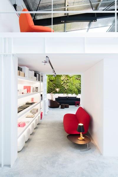 indoor vertical garden in superstudio