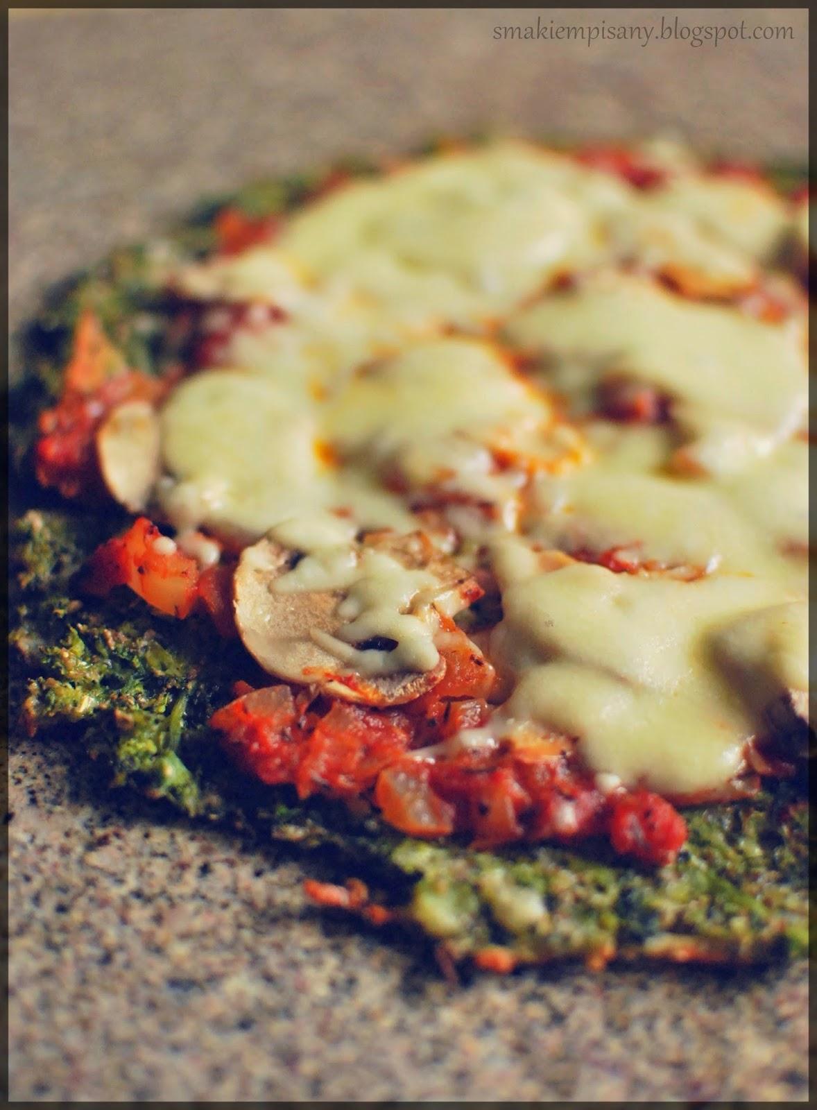 Dietetyczna pizza na brokułowym spodzie