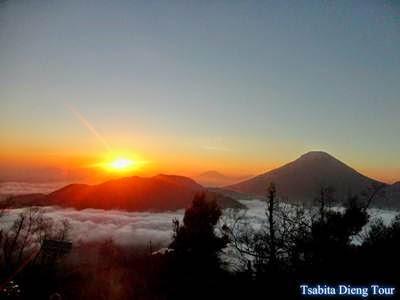 http://www.tsabitadiengtour.com/2015/02/paket-wisata-2-hari-1-malam.html