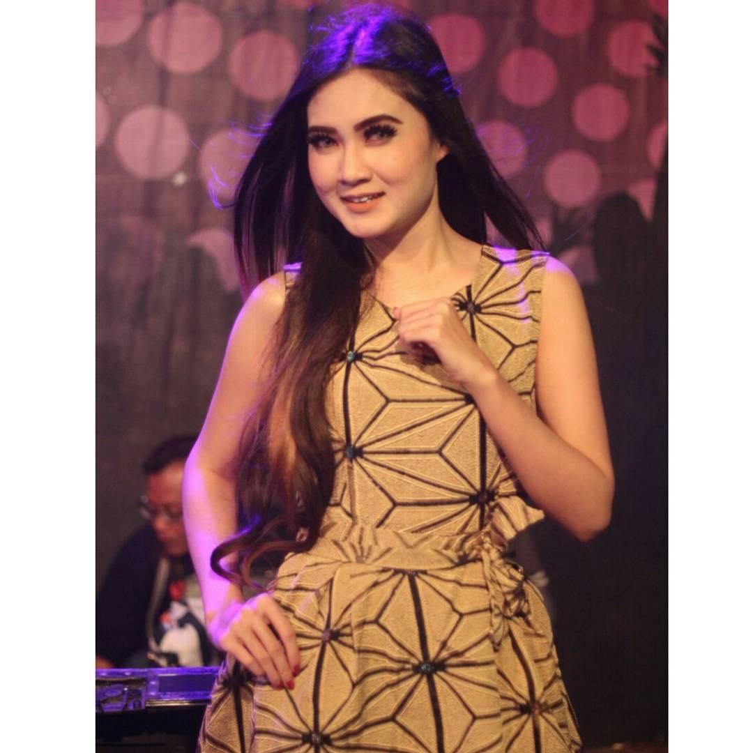 Download Lagu Dangdut Meraih Bintang: Biodata, Foto Terbaru Nella Kharisma, Artis Dangdut Koplo