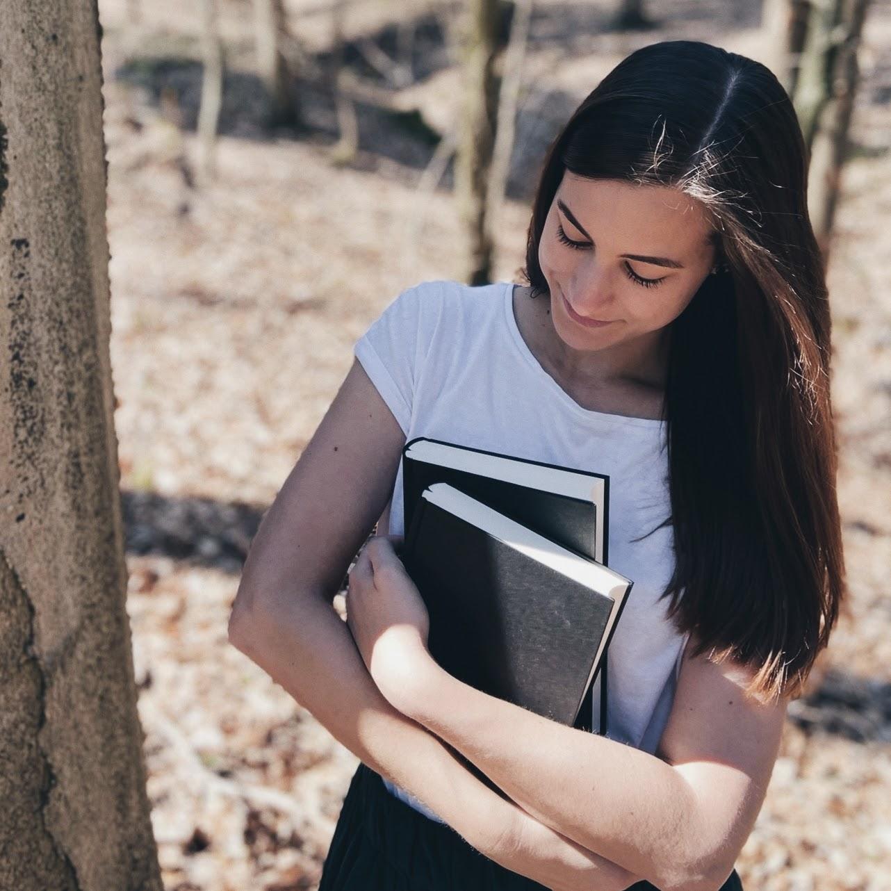 Bücherblog. Prettytigers Bücherregal. Profilbild. Lisa.